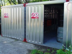 Container with bunded floor